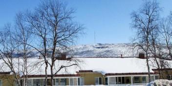Aspa-koti Goahti sijaitsee keltaisessa rivitalossa Utsjoella.