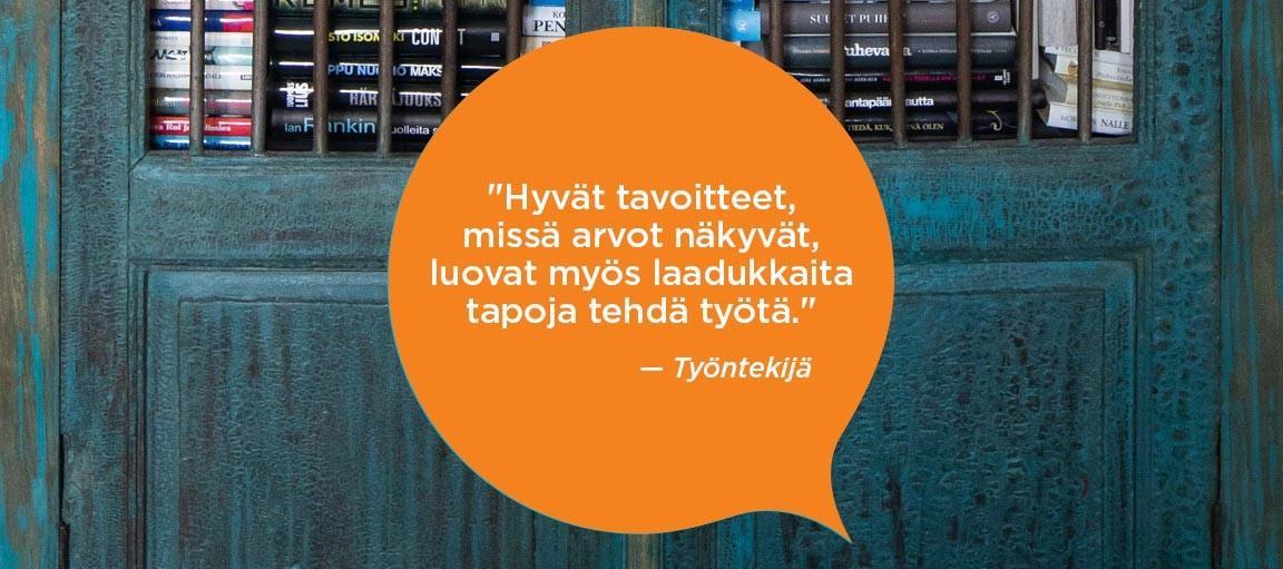 Oranssissa puhekuplassa teksti: Hyvät tavoitteet, missä arvot näkyvät, luovat myös laadukkaita tapoja tehdä työtä. Työntekijä.